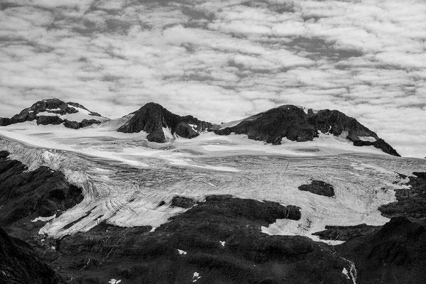 Berge rund um den Shoup Glacier  aus dem Helicopter