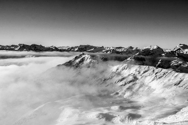 Im MIttelpunkt die Zamangspitze im Skigebiet am Hochjoch