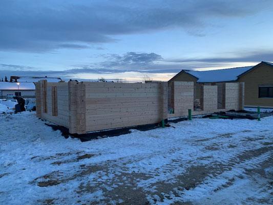 Blockhausbau - Blockhaus Baustelle - Bauen im Winter - Neubau in Bayern - Ökologisches Holzhaus aus Finnland - Ökohaus