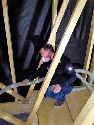 Holzhaus Brandt -  Zellulosedämmung - Zellulose - Cellulose - Dachdämmung - Wohnblockhaus - Einblasdämmung - Blockhausmeister - Das Blockhaus - Blockbohlenhäuser - sommerlicher Wärmeschutz