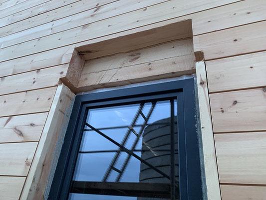 Fenstermontage - Blockhaus - Fenster mit Rollladenkasten