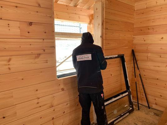 Fenster - Fenstereinbau - Fensterbau - Blockhaus - Holzhaus in Blockbauweise - Wetterdichtmontage - Blockhausbauer - Blockhausbau