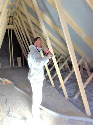 Holzhaus Brandt  Niedersachsen - Einblasdämmung - Zellulosedämmung - Zellulose - Cellulose - Dach - Das Holzhaus - Blockbohlenhaus - Niedrigenergiehäuser - Energiesparhäuser - Neubau - Fertighaus - sommerlicher Wärmeschutz