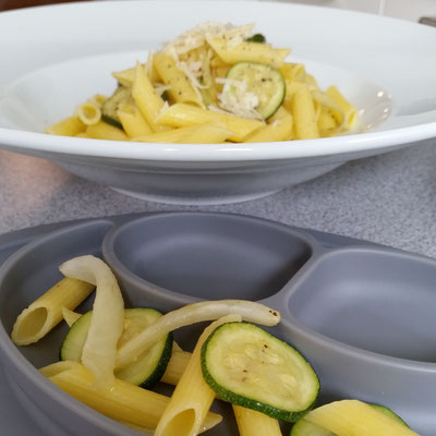 Fenchel-Zucchini-Penne mit Knoblauch und Thymian