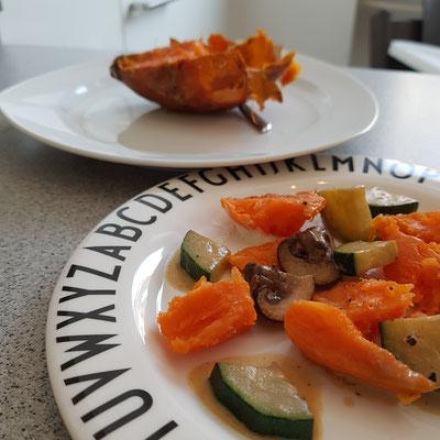 Gebackene Süßkartoffel mit Rahmgemüse