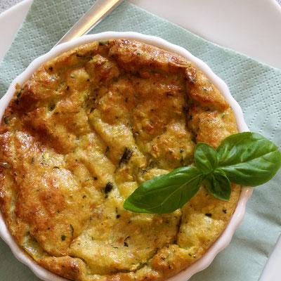 Zucchini-Kartoffel-Tarte mit Mozzarella und Basilikum