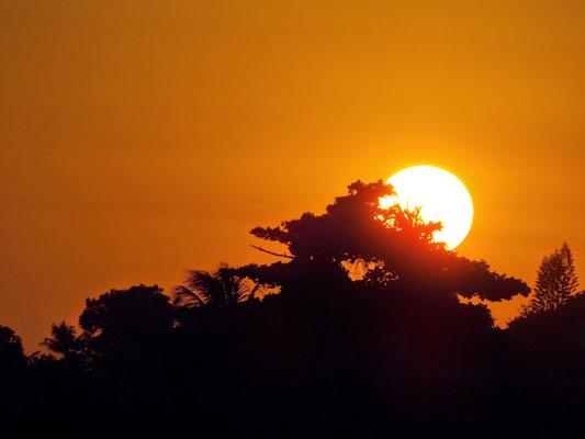 Por do sol num fim de tarde em Araruama, 2015.