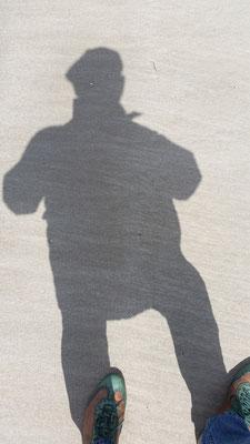 15/2020, Schatten, Buntstift/Bleistift, 30x30, Zeichenkarton