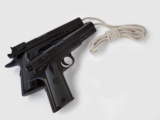GUNS SKIPPING ROPE