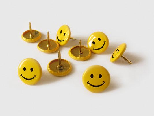 SMILING THUMBTACK