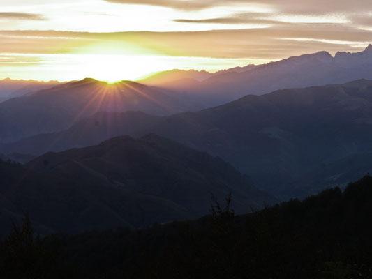Lever de soleil sur les pyrénées, Pays Basque