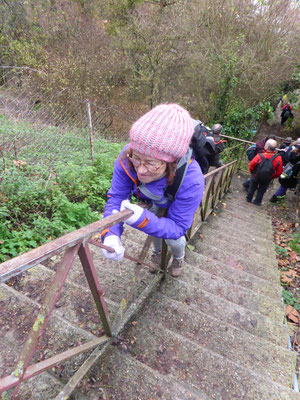 Gisèle se rappelle son enfance lorsqu'elle descendait à califourchon sur les rampes