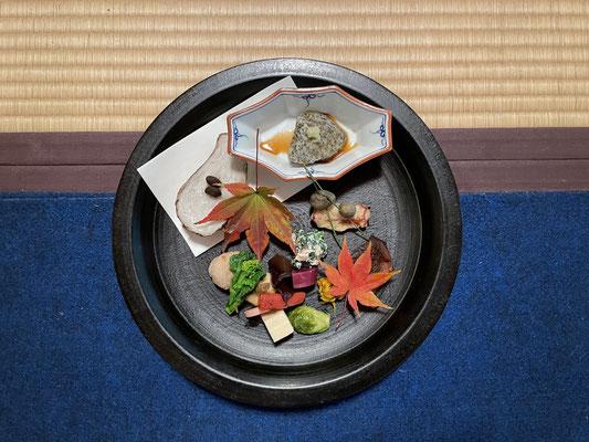 赤木さんのパン皿を使った盛り合わせには感動💖蒸した里芋は自宅ですぐに作りました