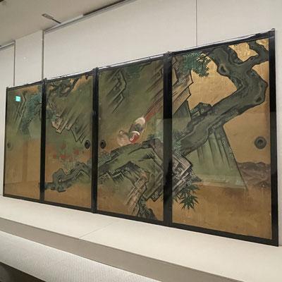 京狩野の絵師の作で花鳥図。彦根城内の欅御殿の襖絵。