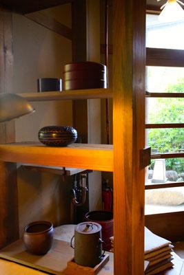 茶室に菓子器もありました
