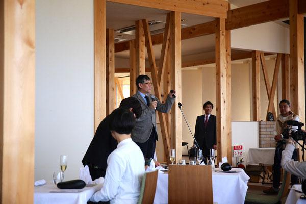 赤木さんよりご挨拶。輪島塗をそして、日本の文化伝統継承を守りたいとのスピーチ。