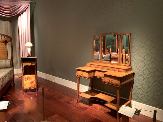 ジョルジュ・ド・フール 化粧台 寝室がこれ位広ければ…優雅ですね