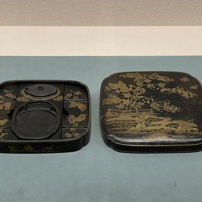 「我宿蒔絵硯箱」2代将軍徳川秀忠の遺品で、井伊家2代直孝が3代将軍家光から拝領。