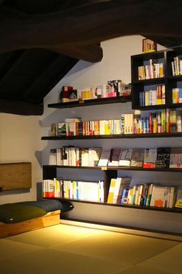 蔵で旅するbook store|2F。終日こもって居たくなるスペース。