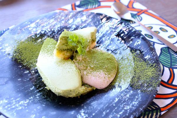 マリメッコのランチョンマットにてスイーツ|9sense dining