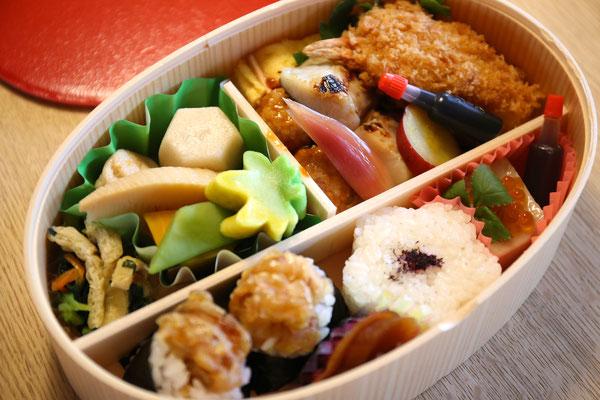 名古屋名物天むす入りのお弁当