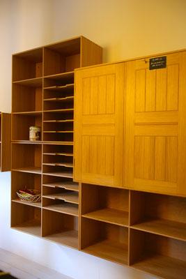 壁掛けの収納家具。足回りがスッキリするのでやっぱりいい☆
