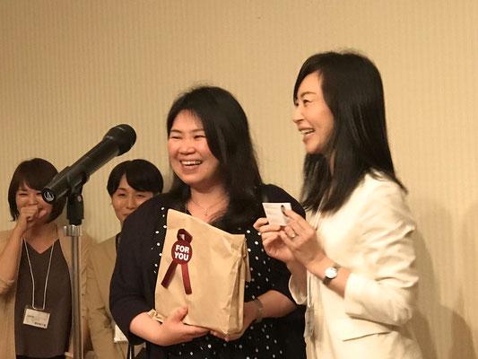 親・子の片づけ教育研究所の代表理事 渋川真希さんが当選☆昨年のフェスティバル懇親会ではくじ引きで席が隣になりました。ご縁を感じます。