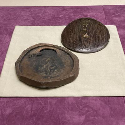 銘竹生島 陶器製の硯 滋賀らしい作品です。能の演目「竹生島」も見てみたい。