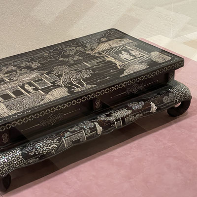 螺鈿✨卓(しょく)とは机の中国風の呼称。