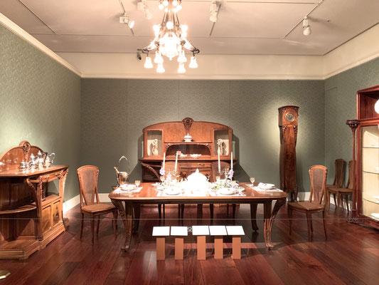 ルイ・マジョレル 食堂用家具