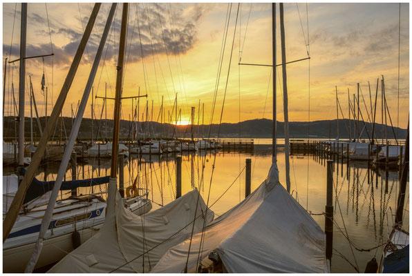 Sonnenaufgang im Jachthafen Bodman  2869