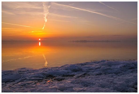 Sonnenaufgang an der Mettnauspitze mit Blick auf die Insel Reichenau 2856