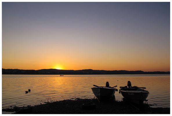 Fischerboote bei Sonnenaufgang 9455