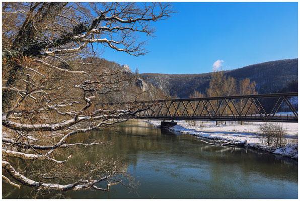 Eisenbahnbrücke über die Donau 5776