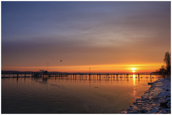 Sonnenaufgang am Schiffsanleger in Iznang 5984