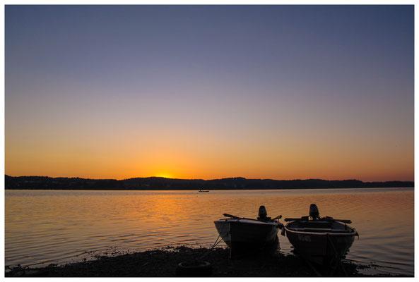 Fischerboote in der Morgendämmerung 9435