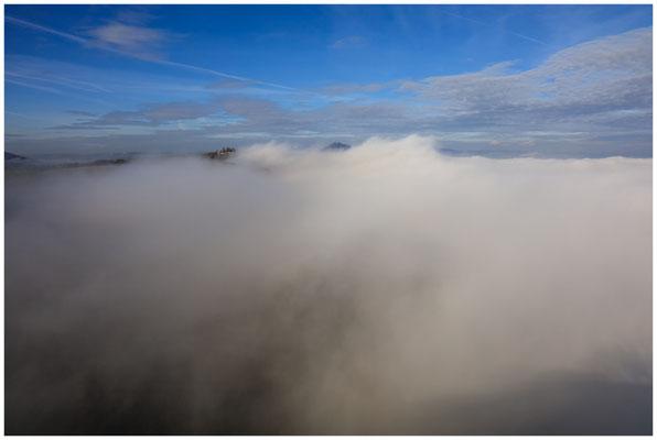 Ziemlich vernebelt - zu sehen sind die Gipfel des Mägdeberges und Hewen 4857