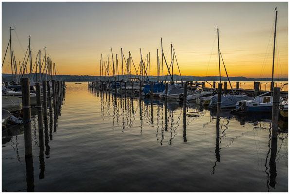 Kurz vor Sonnenaufgang im Jachthafen von der Insel Reichenau 0709