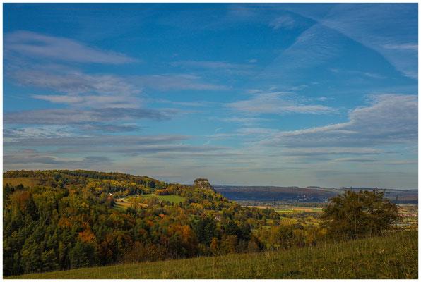 Hegaulandschaft mit Blick auf den Hohenkrähen 1278
