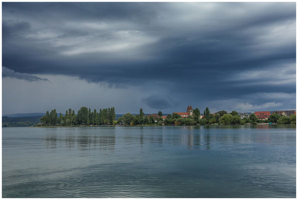Gewitterwolken über der Kirche Peter und Paul 0665