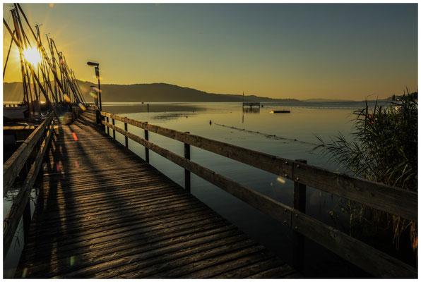 Steg im Jachthafen Bodman mit Blick auf den Überlinger See 0189