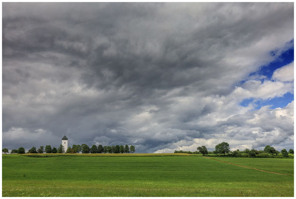 """Dunkle Wolken über dem Aussichtsturm """"Buchheimer Hans"""" 7729"""