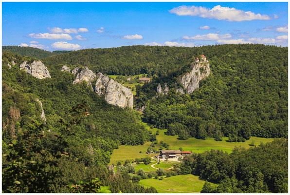 Blick vom Knopfmacherfelsen auf Schloss Bronnen und das Jägerhaus  7861