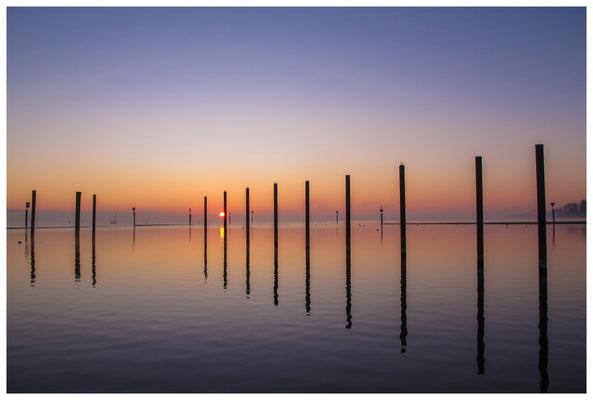 8399 Sonnenaufgang über dem Bodensee bei Moos