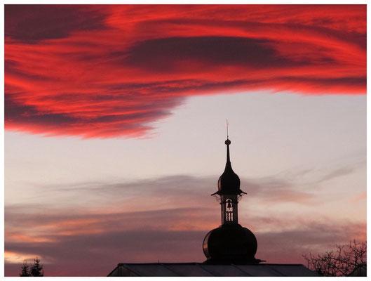 Kirchturm von Hödingen mit Abendstimmung 7001