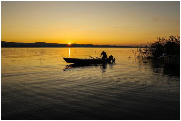 Fischer bei Sonnenaufgang auf der Insel Reichenau 0738