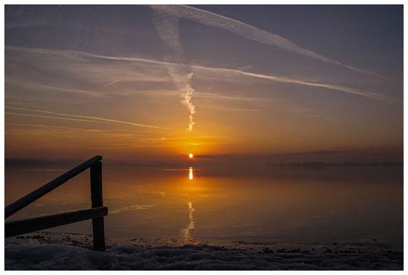 Sonnenaufgang an der Mettnauspitze mit Blick auf die Insel Reichenau und das Allensbacher Ufer 2878