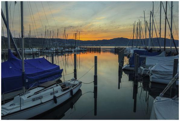 Kurz vor Sonnenaufgang im Jachthafen Bodman 2841