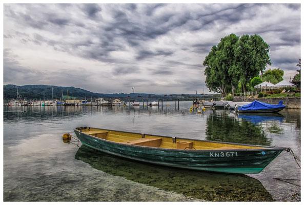 Ruderboot im Hafen von Hemmenhofen 9344