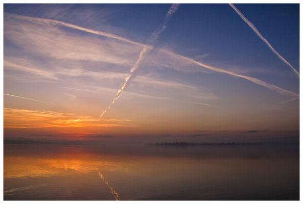 Morgendämmerung an der Mettnauspitze mit Blick auf die Insel Reichenau 2825